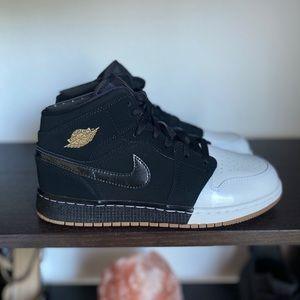 Nike Air Jordan 1 Mid GG Black White Two Tone
